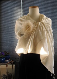One Version of the Exquisite Finished Shawl Style Garnished With a White Silk Flower