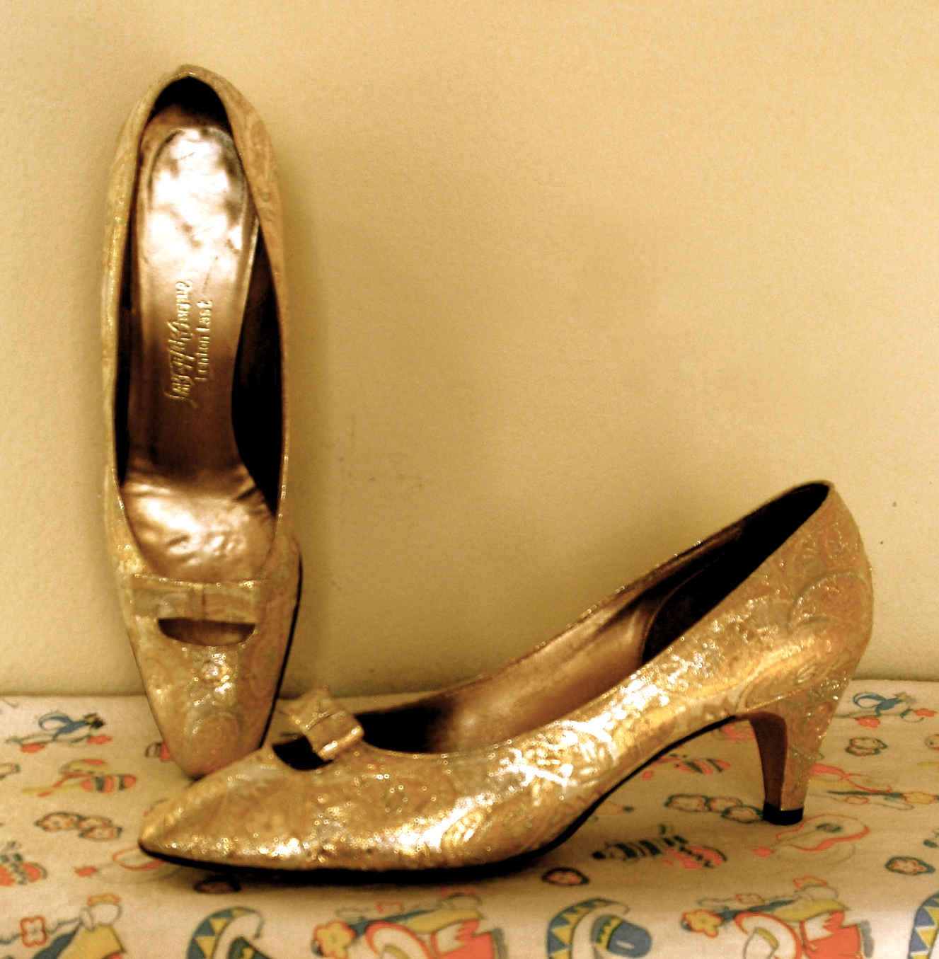 Gold Vintage Shoes 17