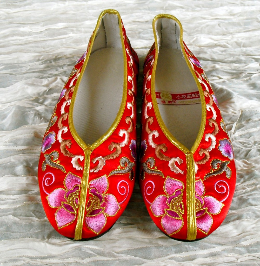 Embroidered Old Fashioned Shoes Beginning With L