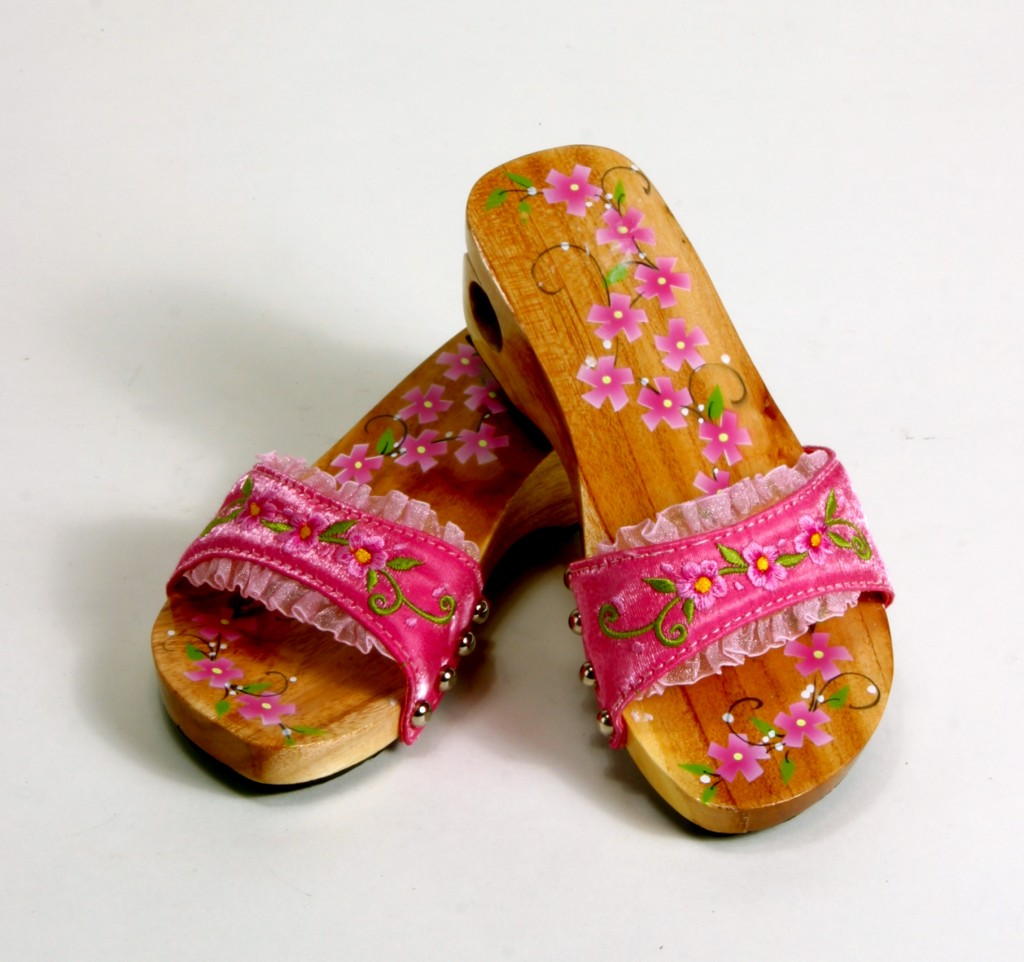 e333d7345f66 Adorable Child Size Cherry Blossom Clog Sandals ~ About a Size 8 for Little  Girls ~ Fits A Four Year Old