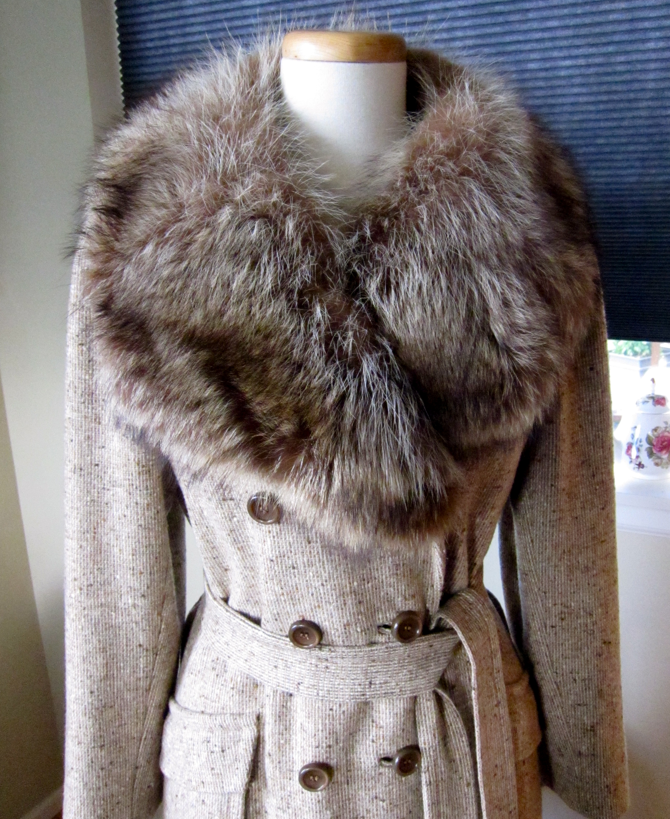 with-kerala-vintage-coat-with-fur-collar-teen-anal-hardcore