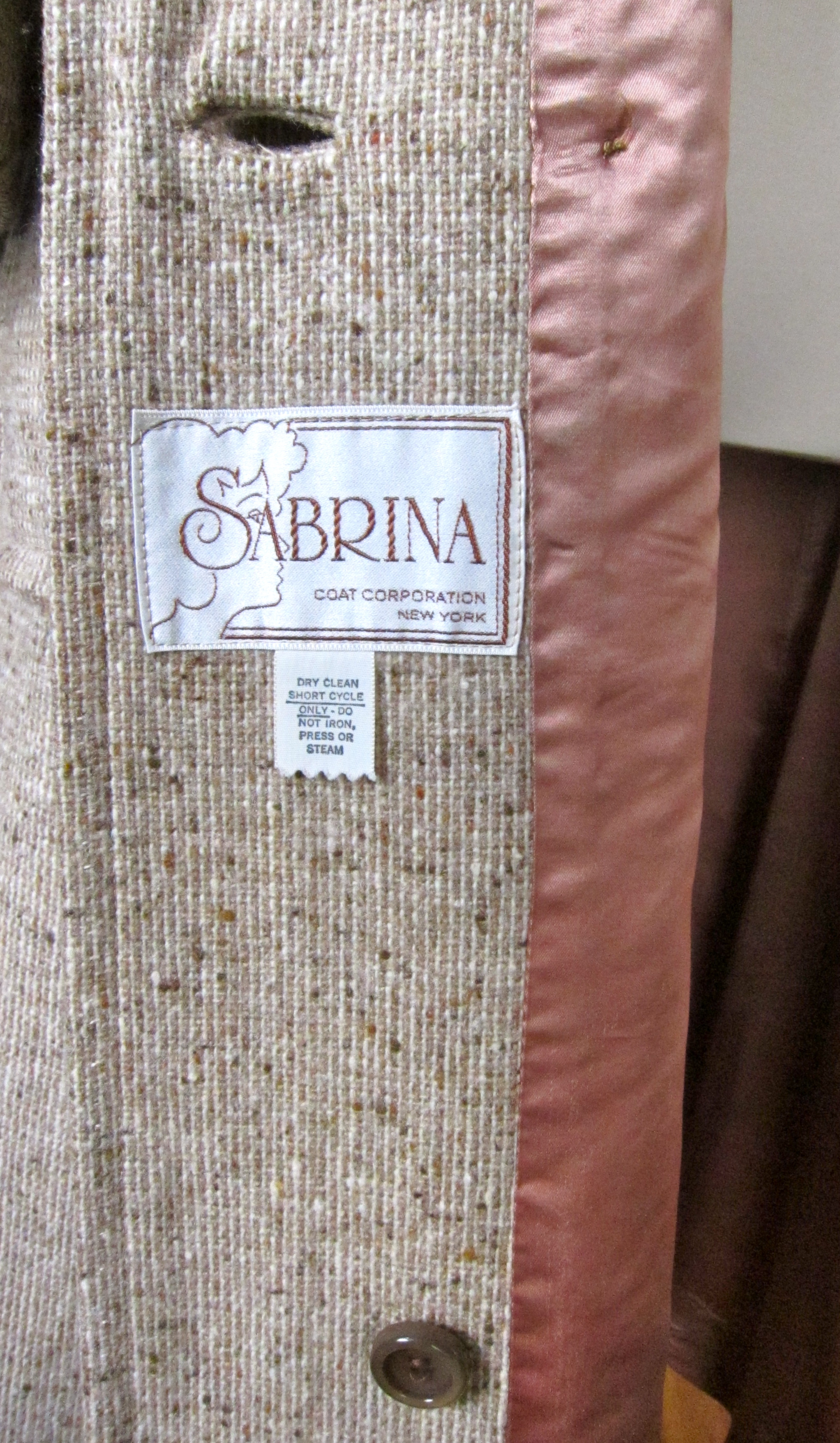 3c129af5a2c7 An Extra Replacement Button is Sewn Inside the Coat Just In Case You Lose  One. Also Note the Beautiful Big Sabrina Coat Corporation Label and the  Still ...